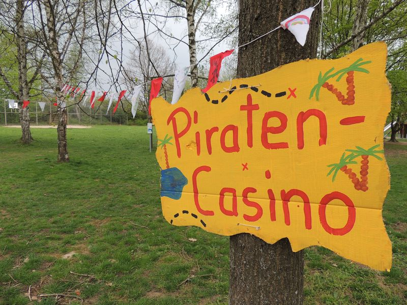 Piraten-Flaggen im Wind